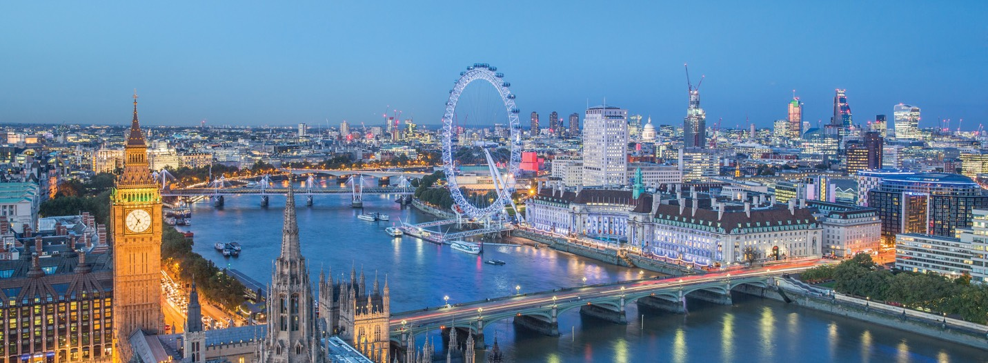 London-skyline-with-Big-Ben-and-the-London-Eye-at-dusk-1900x700